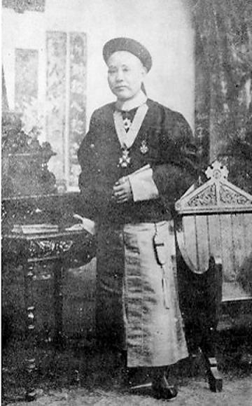 清朝驻新加坡首任总领事左秉隆