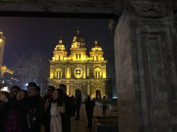 北京城内的第二座天主教,晚上有很多中国大妈到教堂前的广场跳广场舞!:P