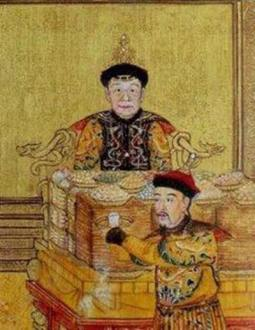 《胪欢荟景图》册之《慈宁燕喜》中,可见乾隆皇帝亲自向母亲敬酒祝寿。